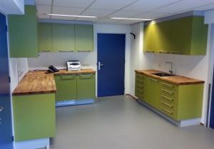 Inrichting huisartsen praktijk Bontenbal en Nof in Amsterdam door Hamers Meubel & Interieur. Design door architectenburo Vens Amsterdam.